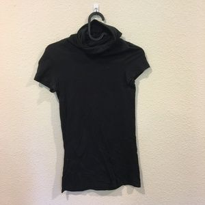 Theory black short sleeve turtle neck top